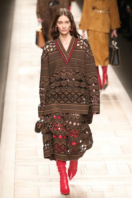 Неделя моды в Милане: яркие цвета и строгие линии от Fendi. Фото