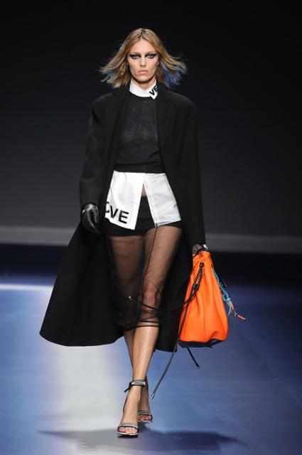 Неделя моды в Милане: сладкий яд и неон от Versace. Фото