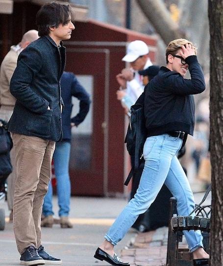 Скарлетт Йоханссон закрутила роман с импозантным незнакомцем! Фото