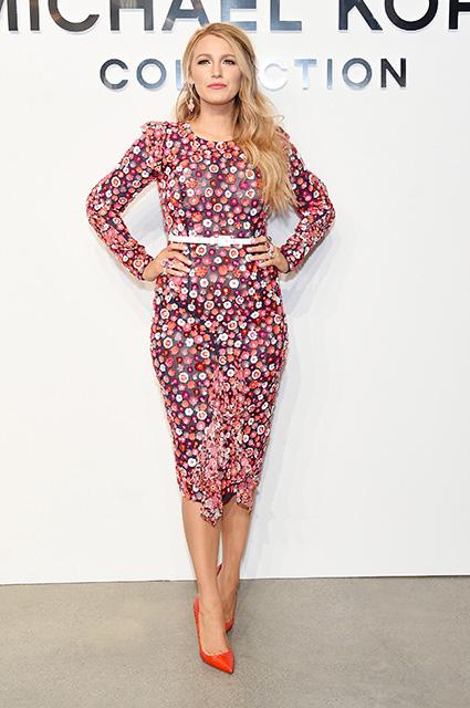 Блейк Лавли вышла в свет в платье, усыпанном розовыми цветами! Фото