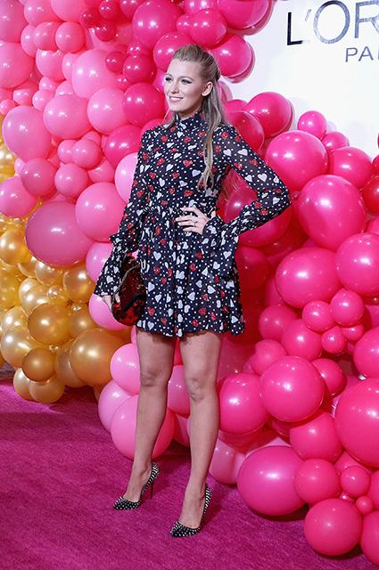 Блейк Лавли в прозрачном платье с сердечками посетила вечеринку в Нью-Йорке. Фото