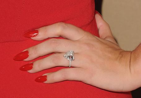 Леди Гага нашла в себе силы вернуть обручальное кольцо Тейлору Кинни. Фото