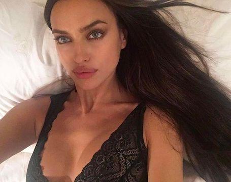 Беременная Ирина Шейк поделилась с подписчиками провокационным фото в бикини