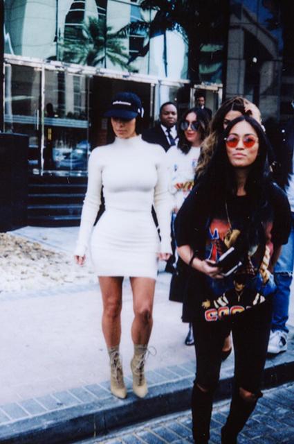 Ким Кардашьян раскрыла скандальный секрет своей тонкой талии. Фото