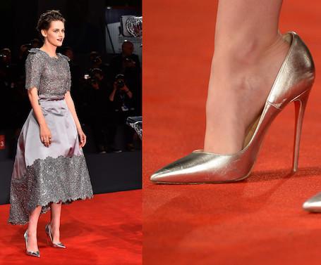 Модная хитрость: почему звезды носят обувь на размер больше? Фото