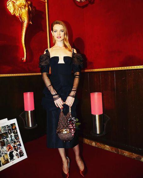 Многодетная мать Наталья Водянова позирует в красном бикини в Лос-Анджелесе! Фото