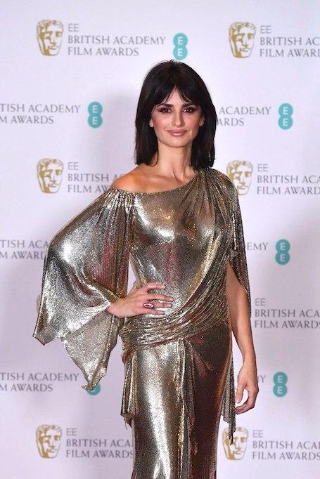 42-летняя Пенелопа Крус восхитила идеальной фигурой в серебряном платье! Фото