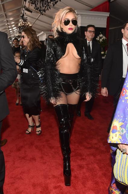 Леди Гага в дерзком костюме из латекса шокировала всех на премии Грэмми. Фото