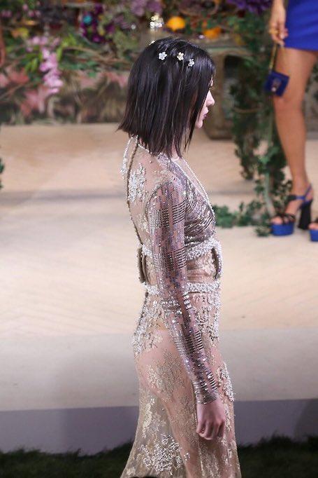 Кендалл Дженнер на показе La Perla блистала в прозрачном платье из страз. Фото