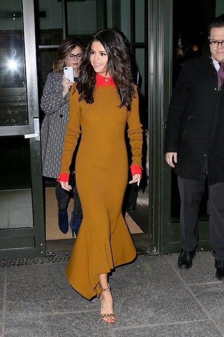 Селена Гомес чудо как хороша в сложносочиненном платье Victoria Beckham! Фото