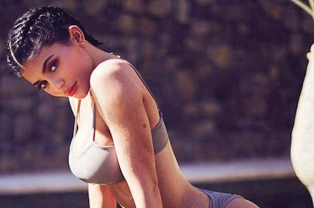 Фанаты Кайли Дженнер осудили звезду из-за искусственного бюста! Фото