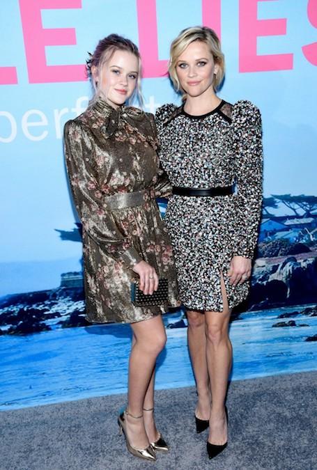 Риз Уизерспун с дочерью в роскошных нарядах посетили премьеру сериала. Фото