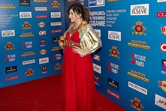 Беременная Жасмин посетила церемонию вручения премии «Золотой Граммофон»