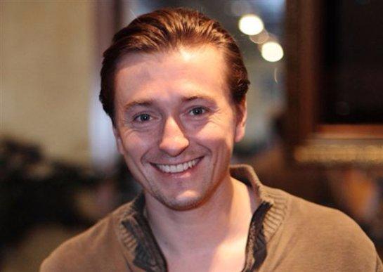 Сергей Безруков отпраздновал 42-летие в компании новоиспеченной возлюбленной