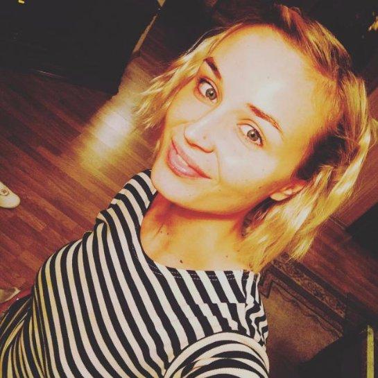 Полина Гагарина показала селфи без макияжа