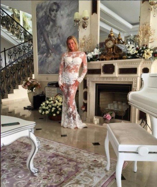 Анастасия Волочкова продемонстрировала шикарный наряд