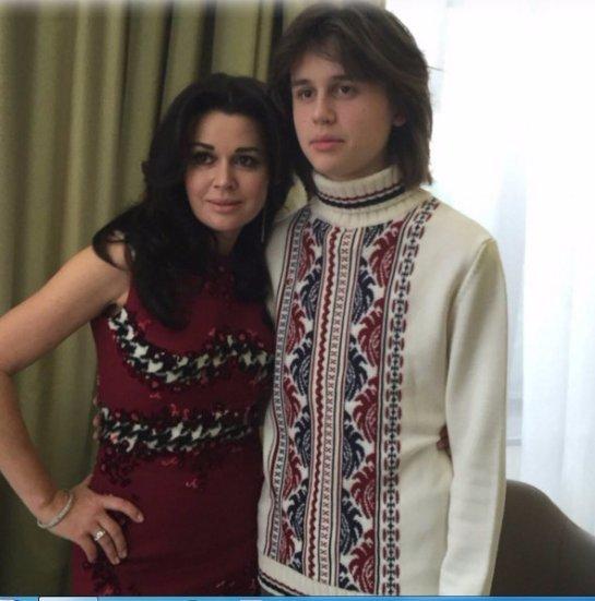 Анастасия Заворотнюк показала подросшего сына