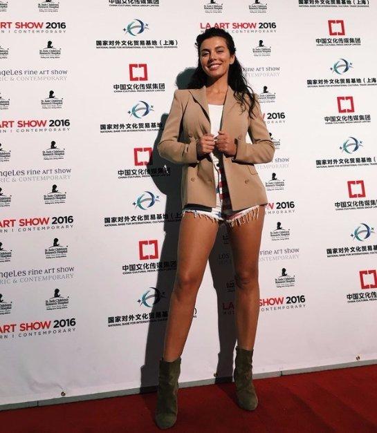 Фанаты не оценили наряд Анны Седоковой