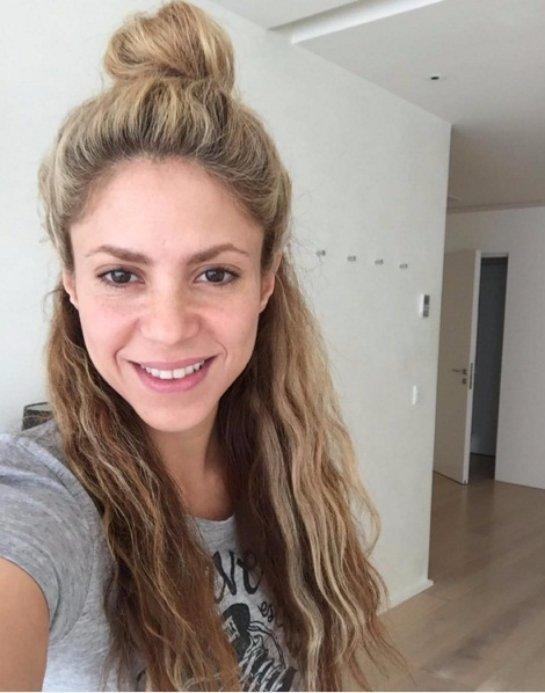Шакира опубликовала снимок, где она без макияжа