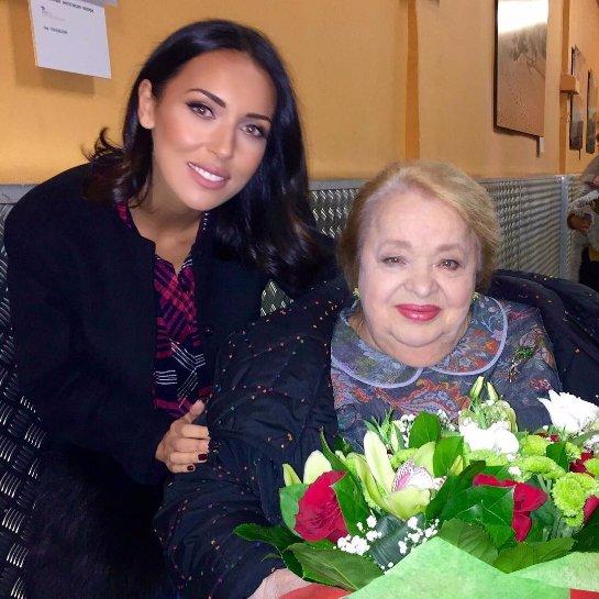 Алсу навестила больную Наталью Крачковскую