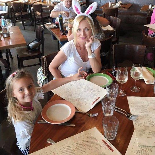 Кристина Орбакайте повеселилась с дочкой в Диснейленде