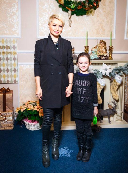 Катя Лель отдала дочь в музыкальную школу