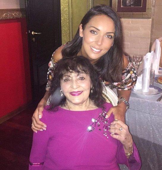Алсу показала совместное фото с бабушкой