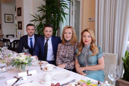 Тина Кароль встретилась с актерами сериала «Хозяйка»