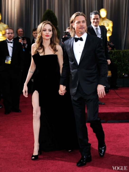 Анджелина Джоли и Брэд Питт разводятся спустя 12 лет отношений