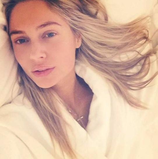 Наталья Рудова показала постельное селфи