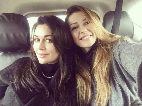 Анастасия Заворотнюк опубликовала фотографию вместе с дочкой