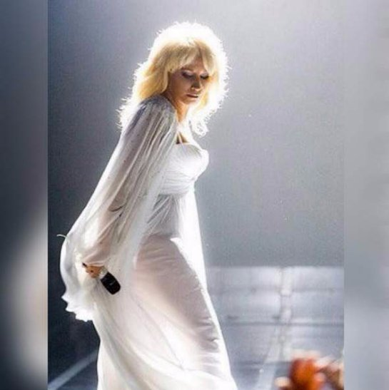 Ирина Аллегрова примерила прозрачное платье