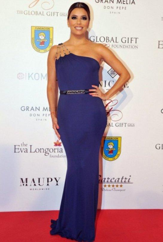 Ева Лонгория в прекрасном наряде посетила благотворительный вечер