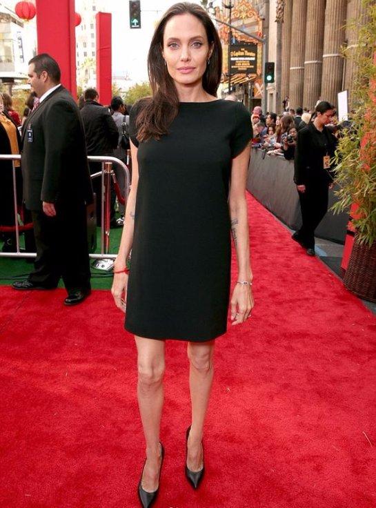 Анджелина Джоли ужаснула костлявыми ногами