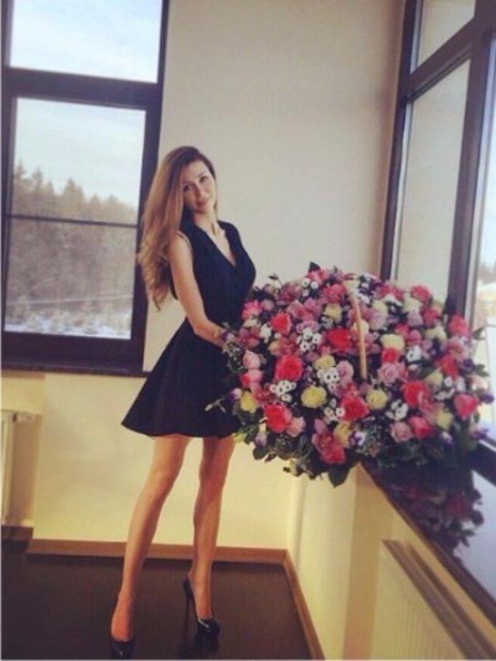 Анна Заворотнюк празднует 20-летие