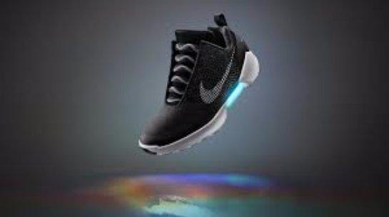 Кроссовки с саморегулироваными шнурками