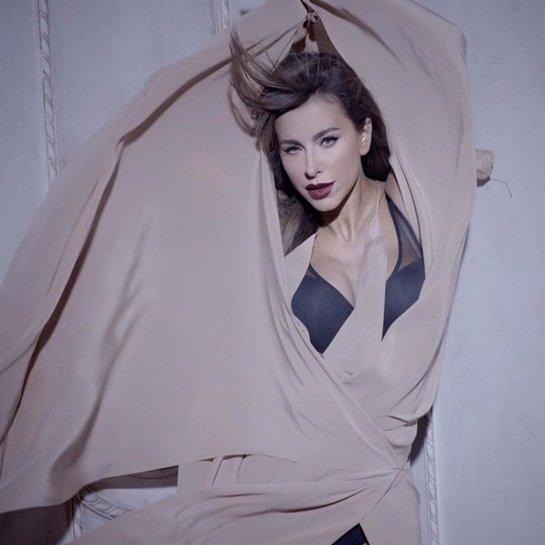 Ани Лорак снялась в осенней фотосессии