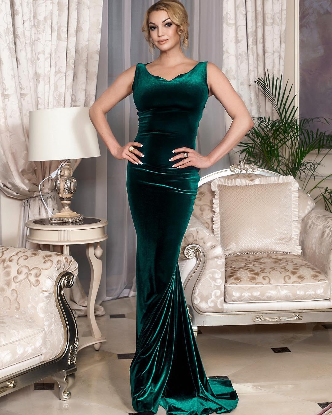 Анастасия Волочкова произвела фурор в элегантном наряде