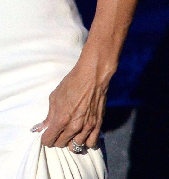 Памела  Андерсон решила продать своё обручальное кольцо