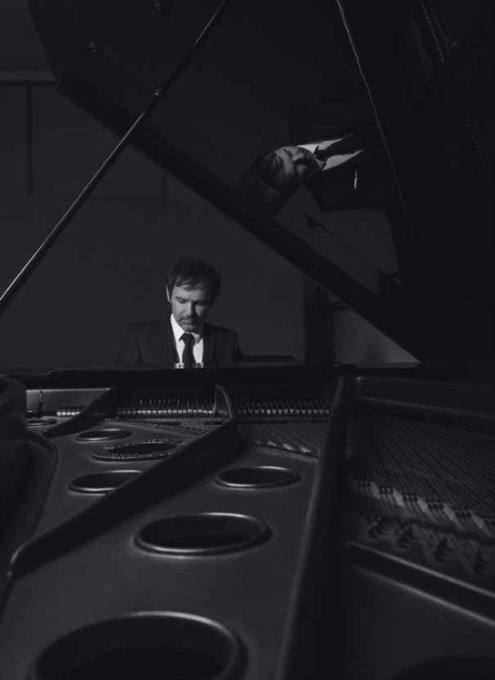 Святослав Вакарчук принял участие в стильной фотосессии