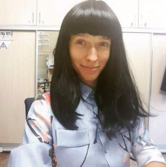 Катя Осадчая примерила образ брюнетки