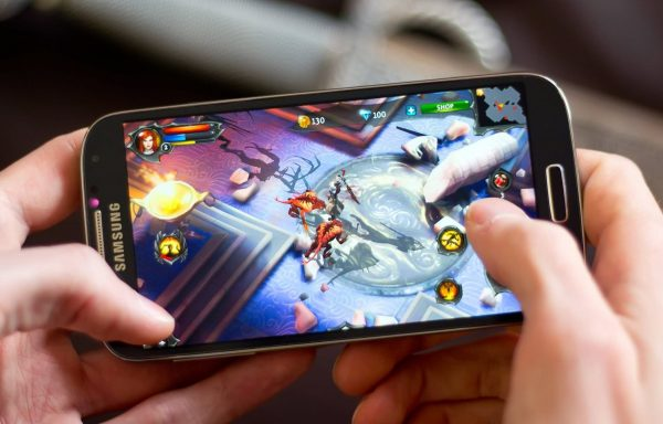 Огромный ассортимент приложений и игр для телефонов