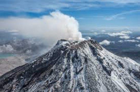 Вулканы и гейзеры-полуостров Камчатка