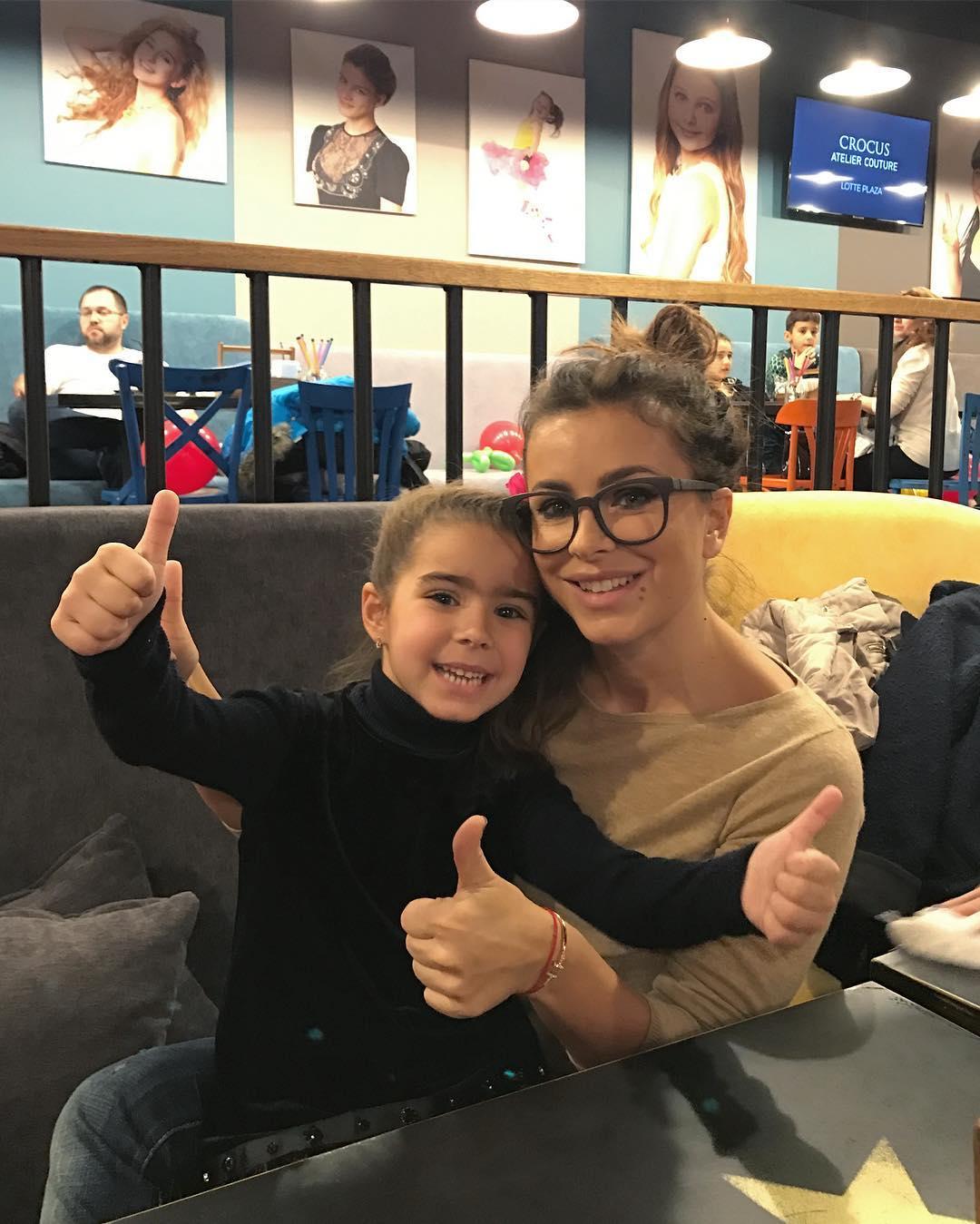 Ани Лорак поделилась новой фотографией с дочкой Софией