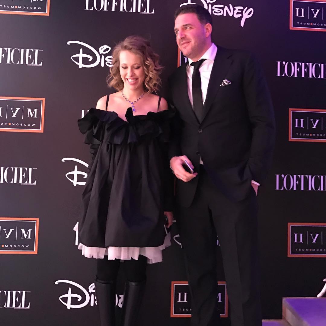 Ксения Собчак впервые после родов вышла в свет в компании супруга