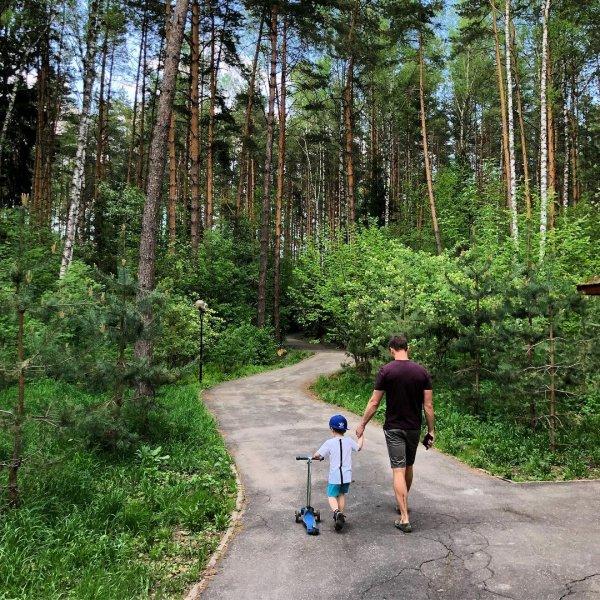 Лазарев рассказал о своем отношении к плачущим детям в самолете