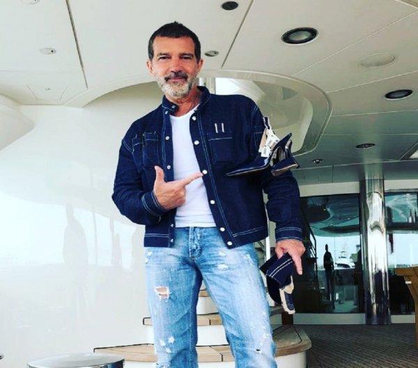 Антонио Бандерас проводит уик-энд со своей девушкой на яхте в Монако