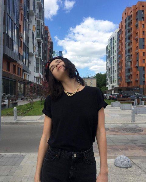 Вас всех заставили так писать?: Темникову назвали «усатой» лгуньей из-за слов о Москве