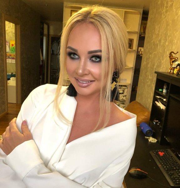 Располневшая Дарья Пынзарь на премии RU.TV убедила фанатов в своей беременности