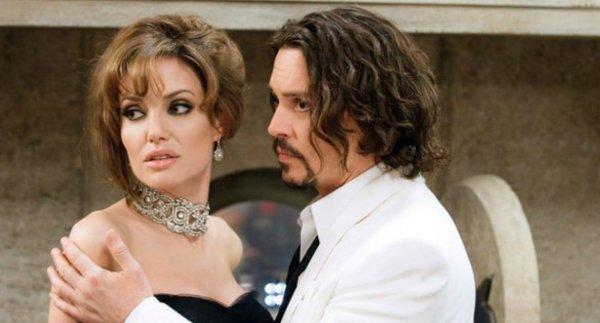 Анджелина Джоли предложила свою помощь обанкротившемуся Джонни Деппу